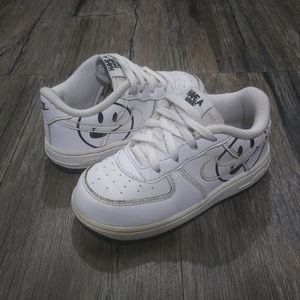 Nike sneakers size 8 kids White with smiley face